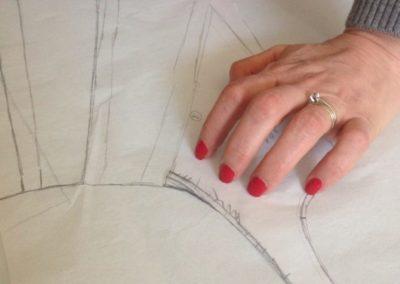 Patron de couture en cours de report sur papier de soie Zaichik-DIY