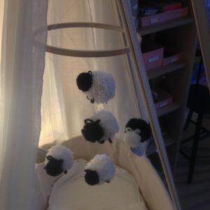 Mobile pour bébé en laine moutons Zaichik-DIY création originale