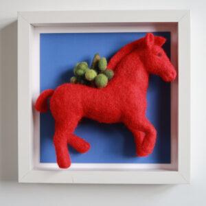 Cheval rouge en laine cardée pièce unique